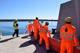 Más de un centenar de efectivos de las tres administraciones participan en un simulacro en el puerto de Málaga