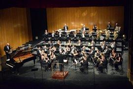 La Banda Sinfónica y el Coro Municipal de Voces Blancas actúan en el Teatro Guimerá