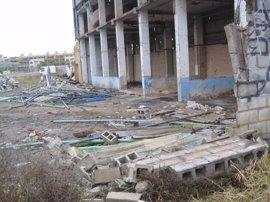 Ecologistas denuncia ante la Junta y el Seprona restos de amianto en una fábrica abandonada de Camas