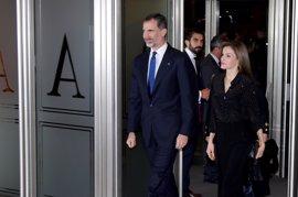 Argelia invita a los Reyes Felipe y Letizia a visitar el país