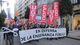 Familias, estudiantes y sindicatos se unen en Oviedo para exigir al PP que frene la aplicación de la LOMCE