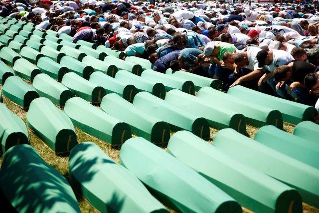 Funeral por las víctimas de Srebrenica