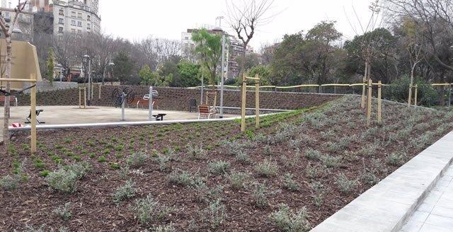 Obras de urbanización de una plaza en el antiguo solar de Mecaplauto