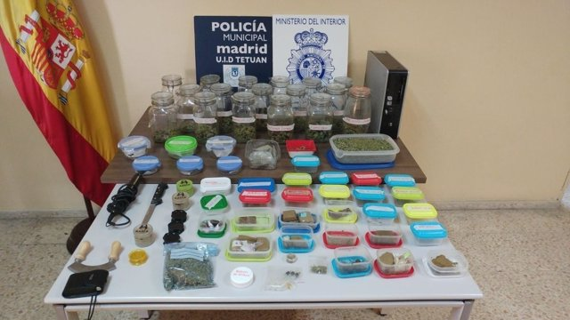 Droga intervenida en la operación policial a un café de fumadores