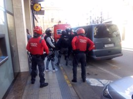 La Policía Foral reduce a un hombre que amenazaba con tirarse de un alfeizar en Peralta