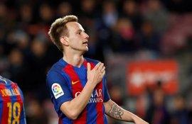 Rakitic renueva con el Barcelona hasta 2021