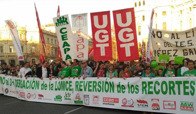 Miles de personas piden en Madrid la derogación de la LOMCE y los recortes