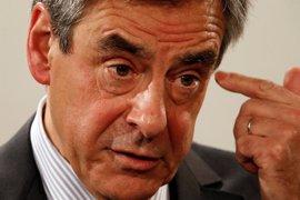 Fillon promociona a los aliados de Sarkozy en su nuevo equipo de campaña