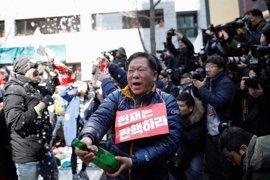 Miles de surcoreanos salen a la calle a celebrar la destitución de la presidenta de Corea del Sur