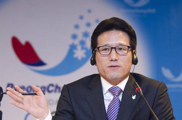 Exministro de Cultura y ex líder de Bareun Choung Byoung-gug