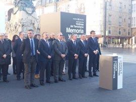 Se inicia en Vitoria el acto de solidaridad con las víctimas, con  representantes de instituciones y colectivos vascos