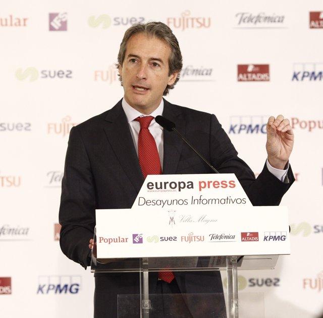 El ministro de Fomento, Íñigo de la Serna, en el desayuno de Europa Press