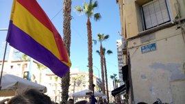 Alicante repone la placa de la División Azul, la primera de las 46 calles franquistas que debe reintegrar