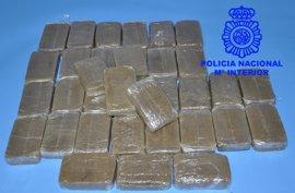 Detenido en Burgos con 3,6 kilos de hachís tras salir del garaje de su casa
