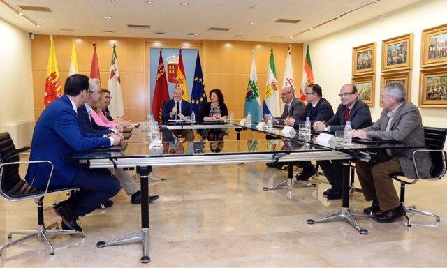 Reunión presidente con alcaldes
