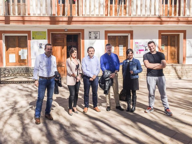 Una delegación de la Diputación visita las obras del PFEA en Chirivel.