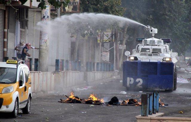 Disturbios entre kurdos y Policía en Diyarbakir