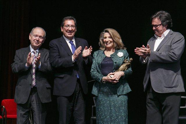 La Fundación Cajasol entrega la distinción 'Jueves Flamencos' a Cristina Heeren