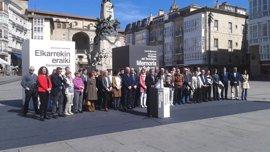 """Gobierno vasco se compromete a no pasar página con el fin de ETA """"sin crítica explícita de lo sucedido"""""""