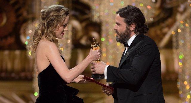 Casey Affleck y Brie Larson en los Oscar
