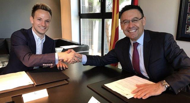 Ivan Rakitic firma su renovación con el FC Barcelona