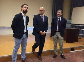 Junta y Telefónica presentan la segunda convocatoria de becas 'Talemtun Startups' para formar a universitarios