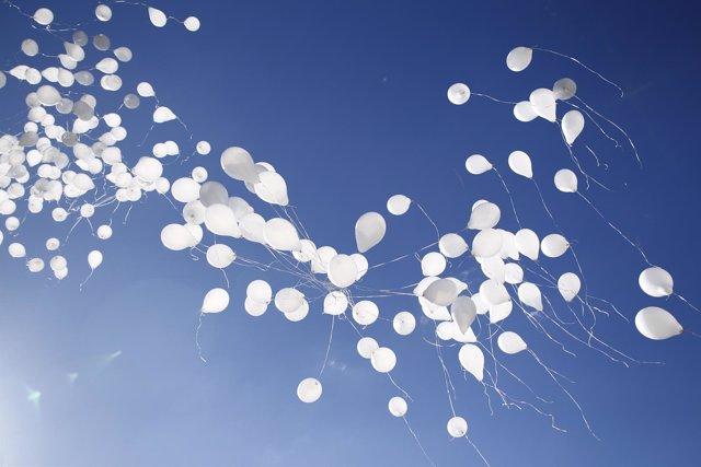 Suelta de globos en el Bosque de los ausentes por el 11M