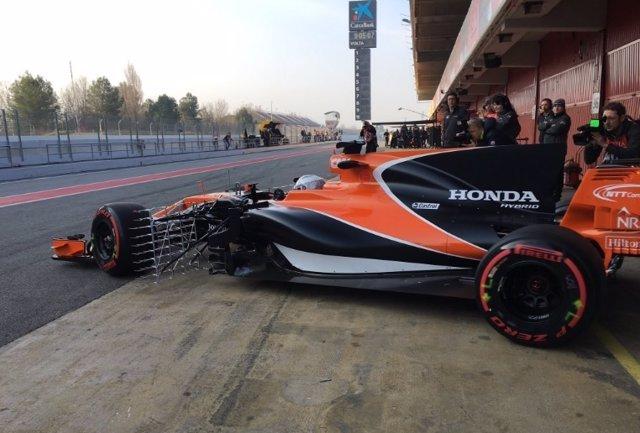 Fernando Alonso estrena el MCL32 en Montmeló
