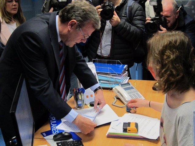 Valladolid. Antonio Silván entrega sus avales en la sede del PPCyL