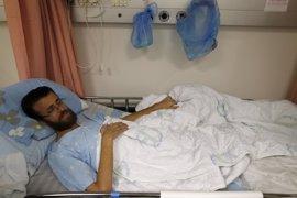 El periodista Mohamed al Qiq suspende su huelga de hambre tras acordar su liberación para mediados de abril