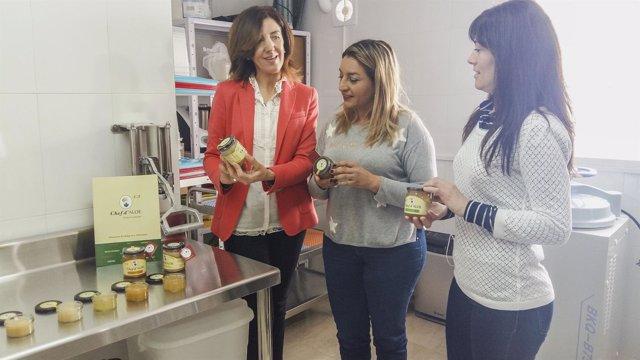 La diputada María López Asensio en las instalaciones de Chef d'Aloe.