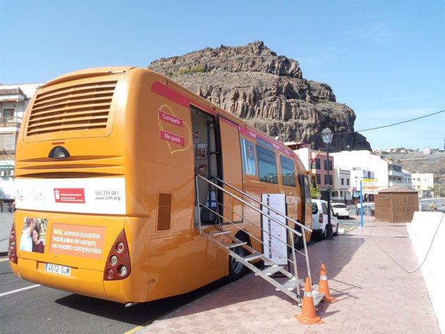 Unidad móvil del ICHH en Playa Santiago