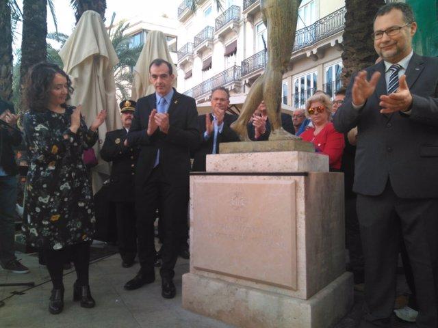 El monumento conmemora el Dïa Internacinal de las Víctimas, 11M