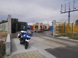 Cuatro intoxicados al inhalar humo por un incendio en un fábrica de Valladolid