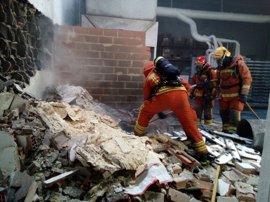 Un incendio en una caseta de residuos obliga a derribar una nave en Quart de Poblet