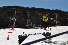 Las estaciones de esquí de Aramón viven una jornada de sol expectantes de nuevas nevadas