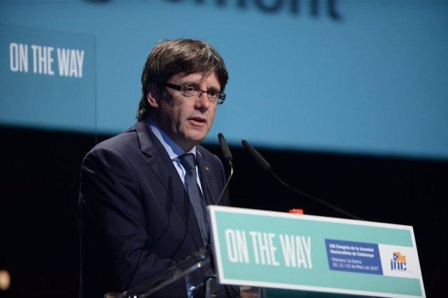 El presidente de la Generalitat, Carles Puigdemont, en un acto de la JNC