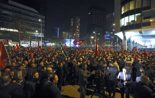 Concentración turca en Róterdam