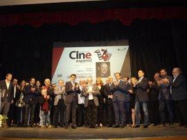 El actor Emilio Gutiérrez Caba recibe el primer premio Miguel Picazo tras la muerte del director cazorleño