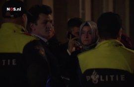 La ministra turca será escoltada por Policía holandesa hasta la frontera con Alemania