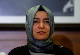 "La ministra de Familia turca denuncia ""maltrato"" por parte de las autoridades holandesas"