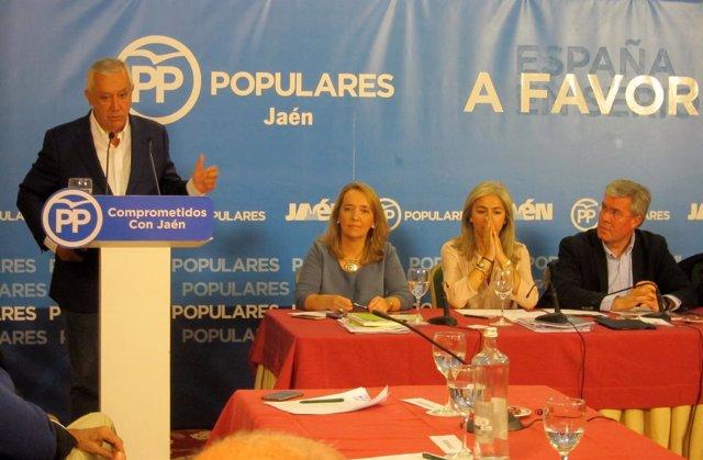 Javier Arenas, durante su intervención para presentar la ponencia económica.