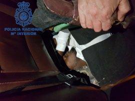 Detenido al intentar introducir en Ceuta a una migrante semiinconsciente bajo la guantera de su coche