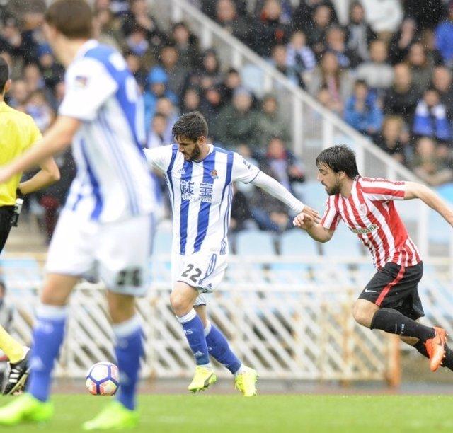 Raúl Navas Beñat Etxebarria Real Sociedad Athletic