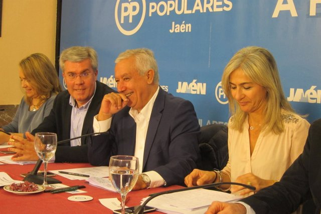 Fernández de Moya, Arenas y Del Pozo, presentan ponencia económica del PP-A.
