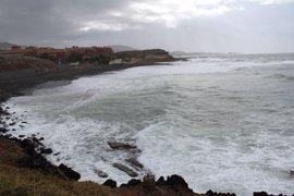 Canarias seguirá en aviso hasta el martes por vientos de más de 90 km/h y fenómenos costeros