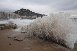 Avisos en 45 provincias a causa de un temporal de viento, lluvia, nieve y olas este lunes