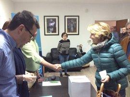 """Aguirre acude a votar en las primarias del PP de Madrid para elegir al presidente, proceso que tilda de """"gran avance"""""""