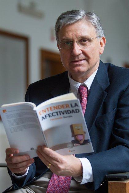 """El psiquiatra Fernando Sarrais afirma que """"vivimos como marionetas emocionales sin conocer nuestro mundo interior"""""""