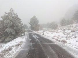 Cortada una carretera en Sierra Espuña por la nieve